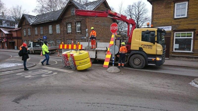 FOTOD | Järjekordne avarii Telliskivi tänaval viis tee sulgemiseni