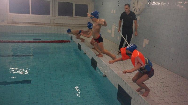3. klassi laps peab 25 meetri asemel nüüd suutma ujuda 200 meetrit