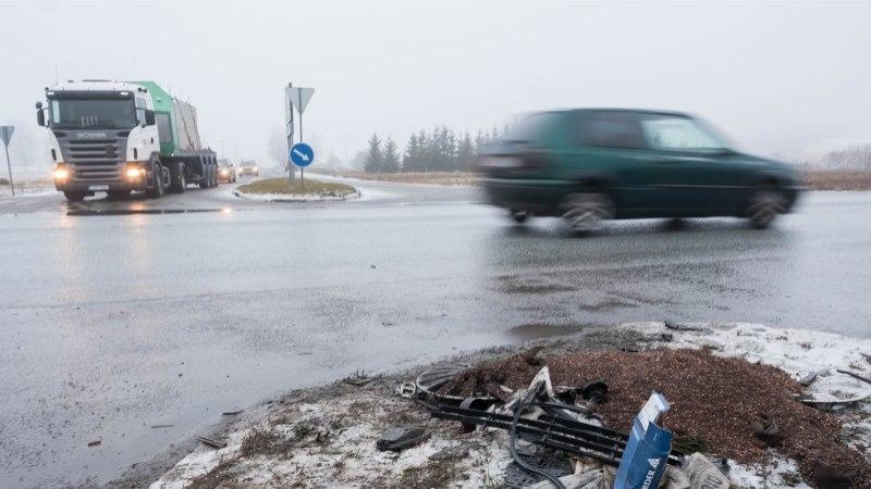 GALERII   Reolas juhtus nelja sõiduautoga avarii, kannatada sai kolm inimest