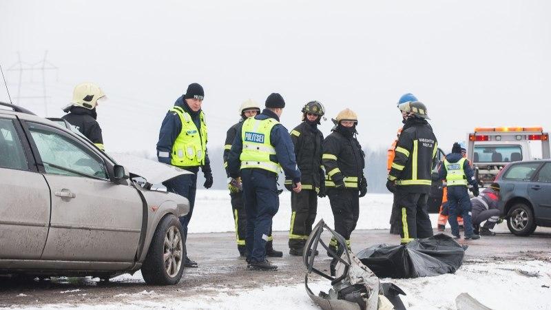 GALERII | Laupkokkupõrge Tartu-Viljandi teel: üks inimene surnud, kaks haiglas