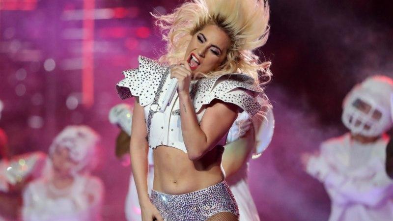 Lady Gaga alustas uut aastat stringide väel taguotsa urvitades