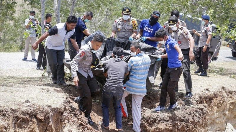 FOTOD   Indoneesia maavärinaohvreid hakatakse matma ühishaudadesse