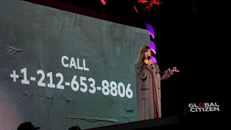 """""""50 halli varjundi"""" staar Dakota Johnson jagab avalikult oma telefoninumbrit"""