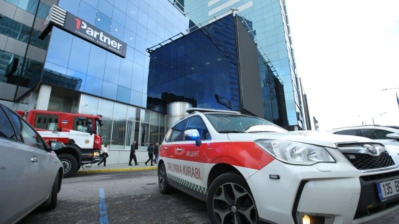 GALERII | Ehitustolm tekitas Tallinna kõrghoone kohvikus paanika