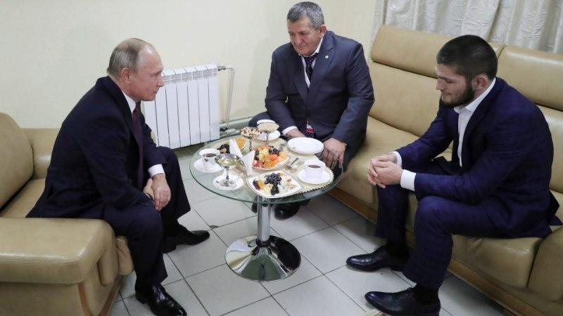 Putin palus Nurmagomedovi isal vabavõitlejat mitte liiga karmilt karistada