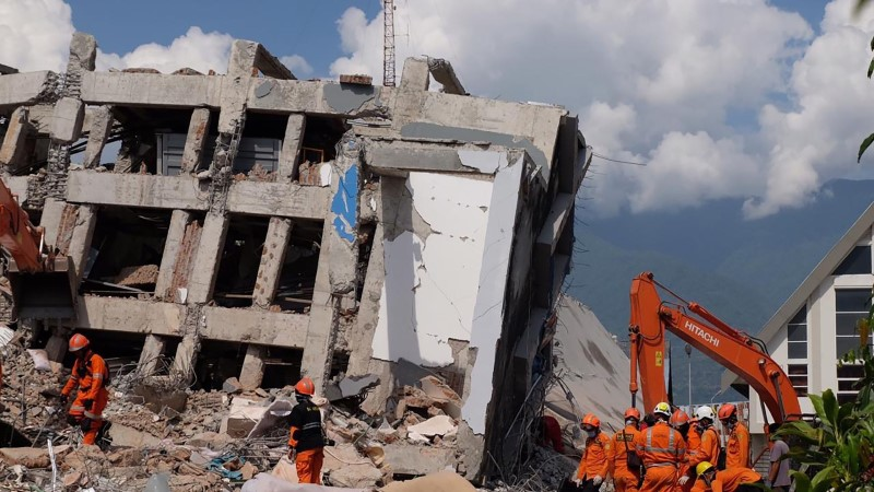 TRÖÖSTITU: Indoneesia tsunamiohvrite arv on tõusnud üle 1200