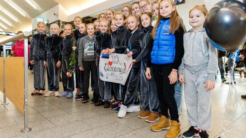 GALERII | Eesti spordiajalugu teinud Greta Jaansonit tervitasid lennujaamas ema Tatjana ja isa Jüri