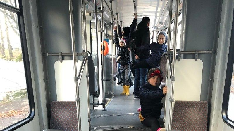 FOTOD JA VIDEOD | Mis toimub? Lapsed vallutasid trammi