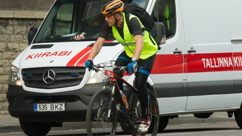 Sentimeetrite kauguselt mööduvad rekad hirmutavad jalgrattureid: majanduskomisjoni aseesimees toetab 1,5-meetrise külgvahe kehtestamist