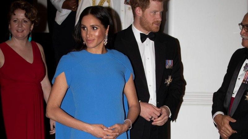 Kes kandis paremini? Meghan Markle'i kleit meenutab kangesti endise esileedi vastuvõtukleiti