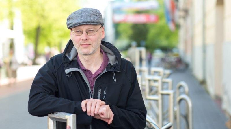 Kirjanik Juhan Voolaiu lood lopsivad masendusest puhtaks nagu tolmuse teki