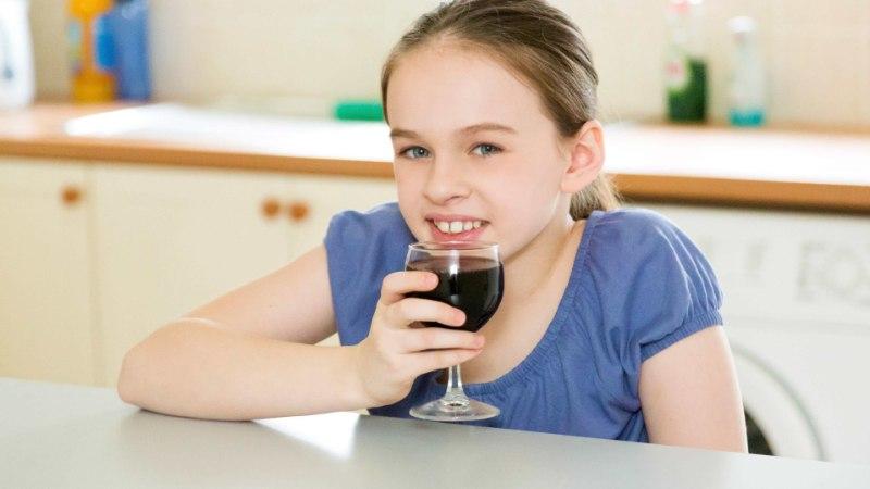 Mida teha, et laps ei hakkaks jooma? 9 levinud müüti, mida paljud vanemad ikka veel usuvad