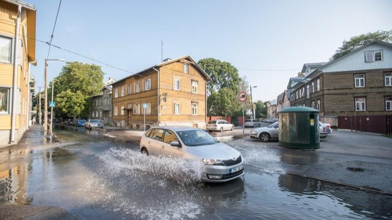 Veeavarii takistab A. H. Tammsaare teel liiklust