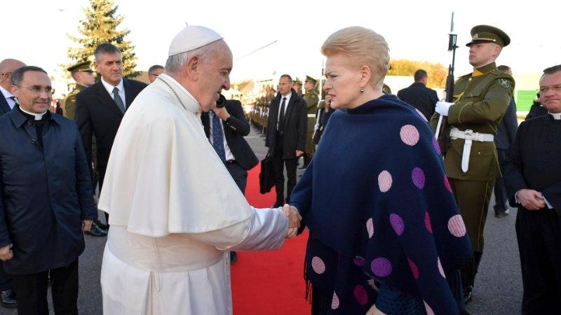 Mitmed naised on paavst Franciscusega kohtudes olulist etiketireeglit rikkunud