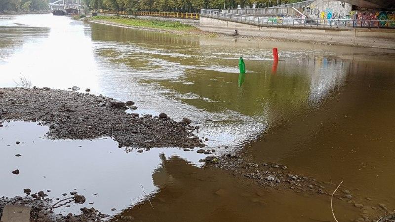 Põhi paistab: Vihma küll sajab, aga vesi Emajõkke ei jõua
