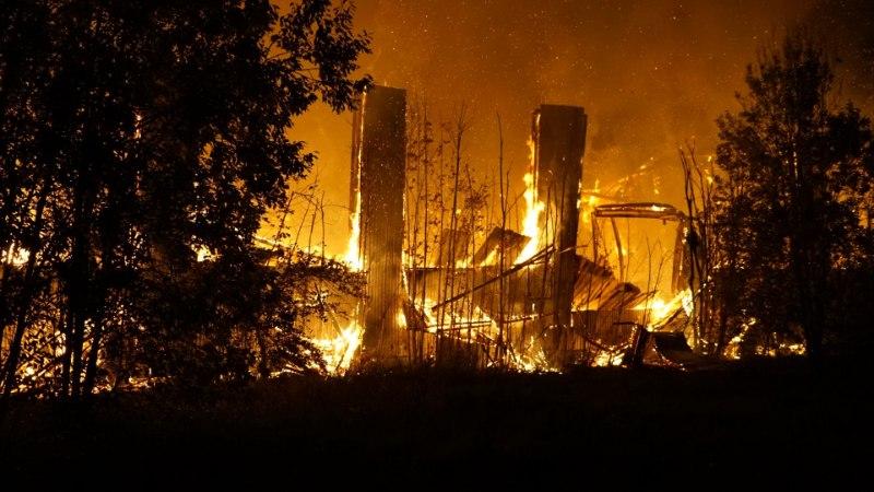 GALERII | Aravetel põles maha vana spordihoone