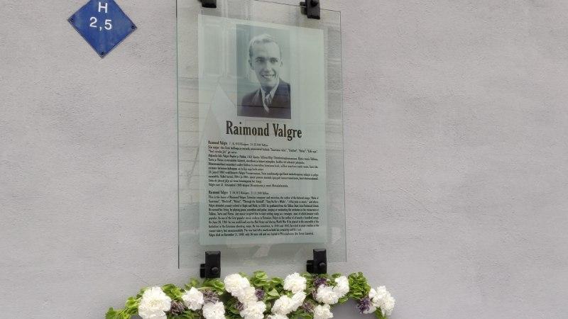 FOTOD | Tallinna vanalinnas avati Raimond Valgre mälestustahvel