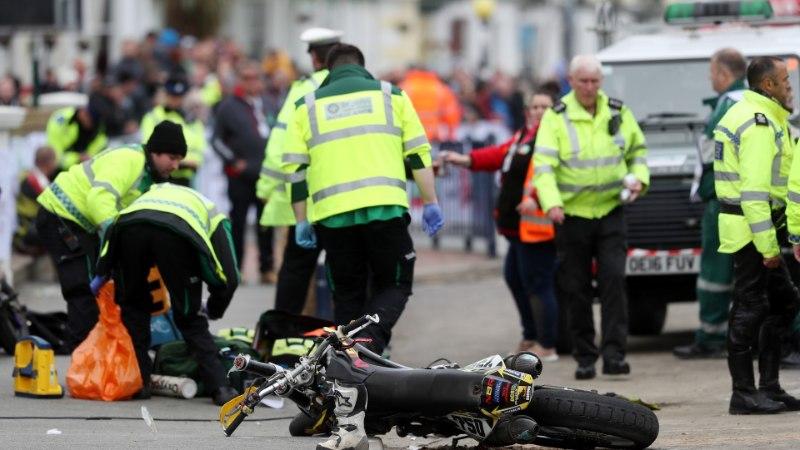 Walesi rallilt haiglasse lennutatud seitsmeaastane motopoiss võitleb elu eest