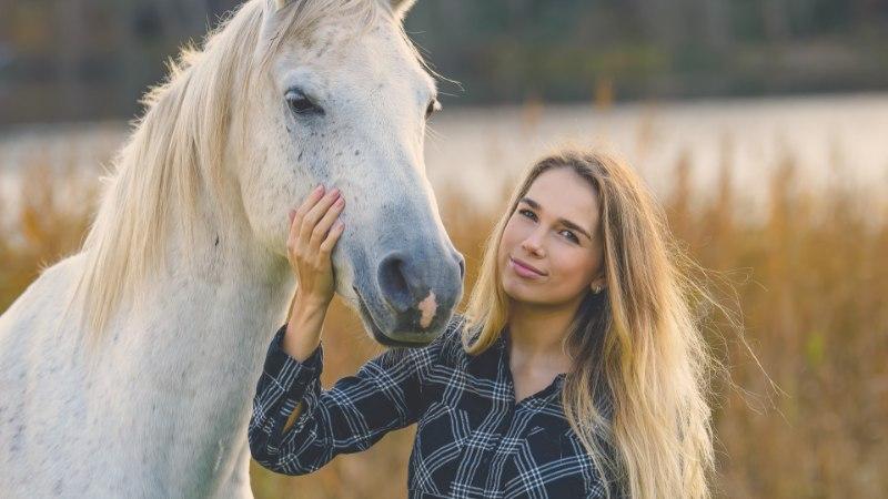 HOBUSED, BANDŽO JA BÄND: maatüdruk, kes teeb päris inimeste muusikat