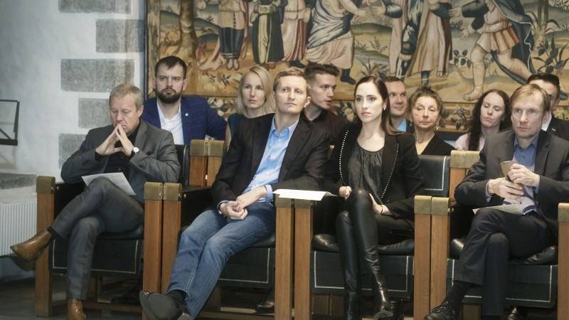 FOTOD | Elina Nechayeva käis kihlatuga Eesti Pillifondi hinnalist kollektsiooni uudistamas