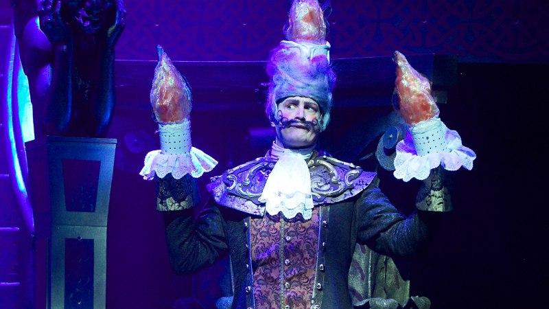 """GALERII   Juss Haasma: """"Härra Lumière'i on ses kostüümis täpselt nii keerukas mängida, et esimese vaatusega kulutasin 636 kilokalorit."""""""
