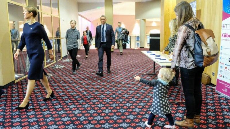 FOTOD | Presidenti saatis töövari: oli intensiivne päev!