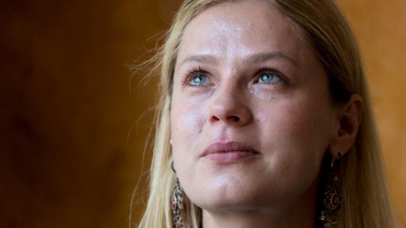 Katrin Lustil suri poolvend: lohutasin nuttes lähedasi, kui astus ligi üks proua ja käskis mul minema kaduda!