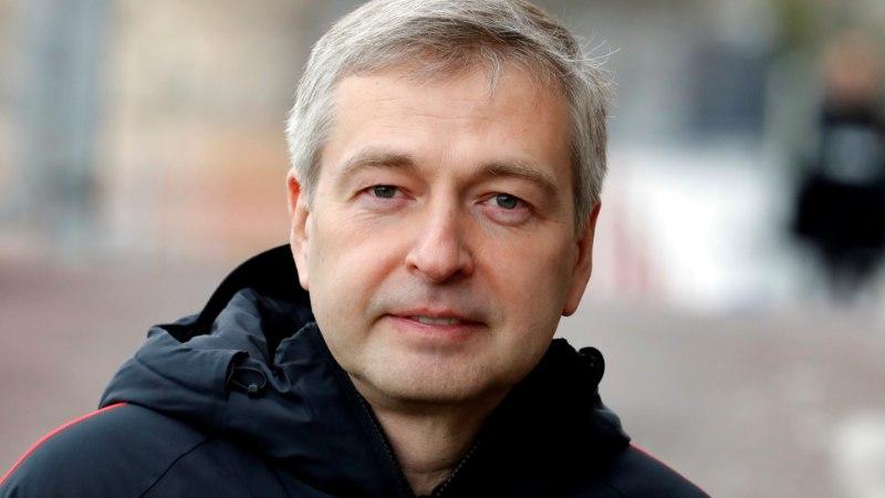 Politsei kuulas Monaco jalgpalliklubi venelasest omaniku üle ning otsis ta luksuselamu läbi