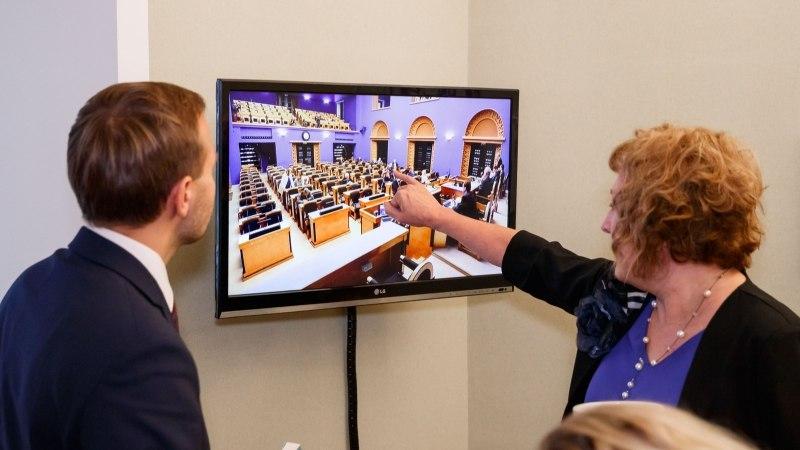 ÕL VIDEO JA GALERII | Anu käis täna oma 65. sünnipäeva tähistanud Maire Aunastel riigikogus külas