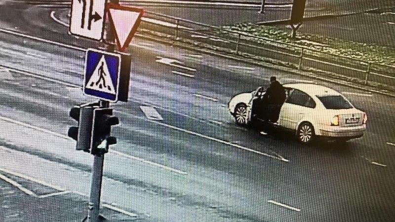Полиция устанавливает личность изображенного на фото мужчины