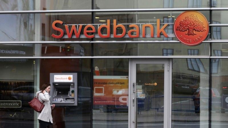Swedbank снижает до 50 евро лимит платежей при использовании карточки паролей