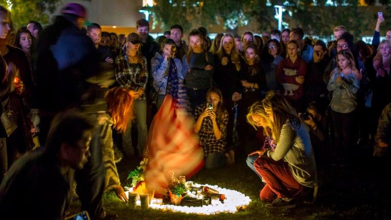 Mullu Las Vegase rünnaku üle elanud noormees hukkus California baaritulistamises