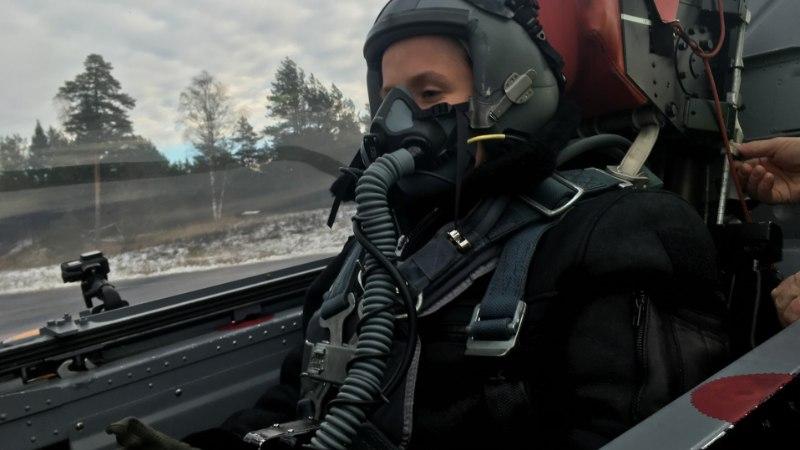 """Sandra Vabarnast saab """"Pealtnägija"""" kaasautor ning ta lendab reaktiivlennukiga"""