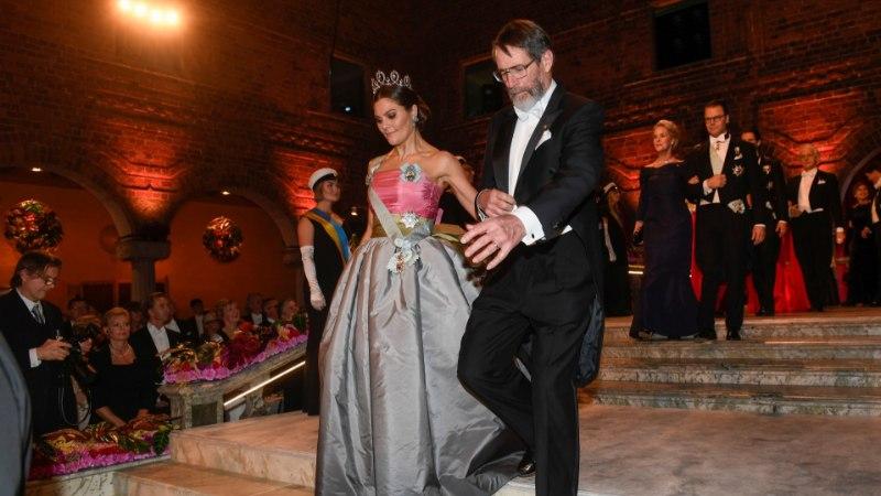 NOBELI GALA DIIVAD: Victoria kandis ema vana kleiti, skandaalne Sara Danius fuksiaroosat
