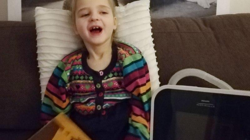 Arstid ei andnud lootust, kuid haruldase sündroomiga Elly võitles end elule tagasi