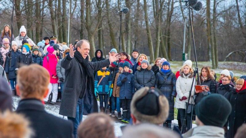 GALERII JA VIDEO   Kaljulaid laulis koos kooriga Ernesaksa 110. sünniaastapäeva auks