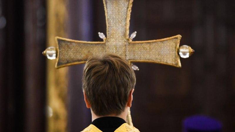 ŠOKEERIVAD KAADRID: julmade võtetega Vene preester pidas ristitavat last saatanaks