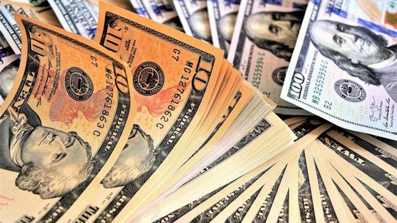 Turist unustas taksosse 10 000 dollarit, aus taksojuht tagastas raha