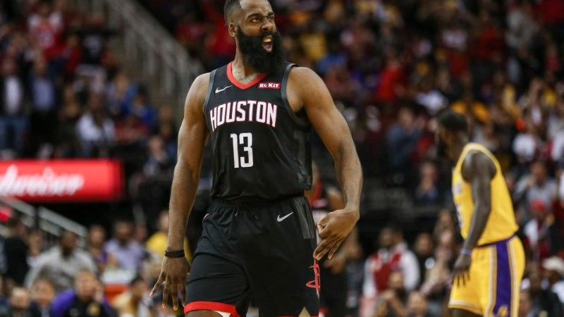 VIDEO | Järjekordne moeröögatus: NBA superstaar saabus mängule ebamaises kostüümis