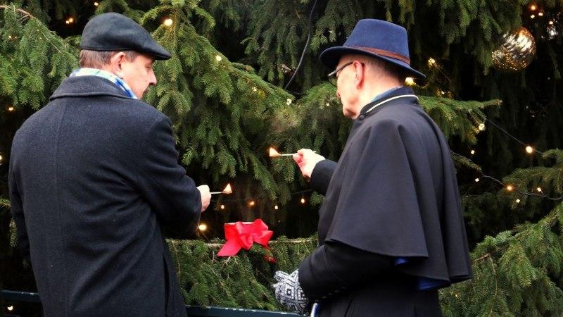 FOTOD | Tallinnas süüdati koorilaulu saatel advendiküünal