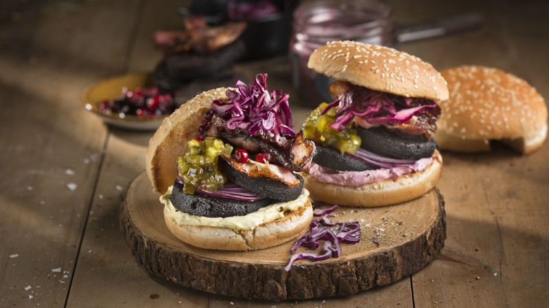 RETSEPT: esimesel jõulupühal paku pidulauas verikäkiburgerit
