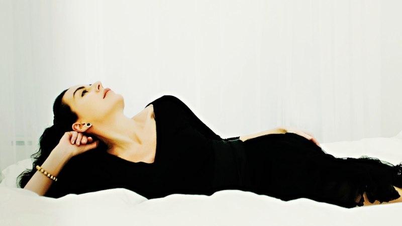 Must kleit, mis peidab kõik vead