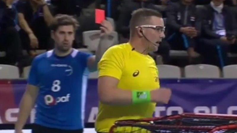 VIDEO | Eesti koondislane kukutas kohtuniku põrandale ja andis õigusemõistjale punase kaardi