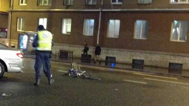 Фото: на Гонсиори автомобиль сбил человека, переходившего пешеходный переход