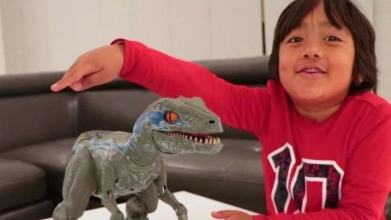 Восьмилетний мальчик из США заработал 22 млн долларов на своем канале в YouTube