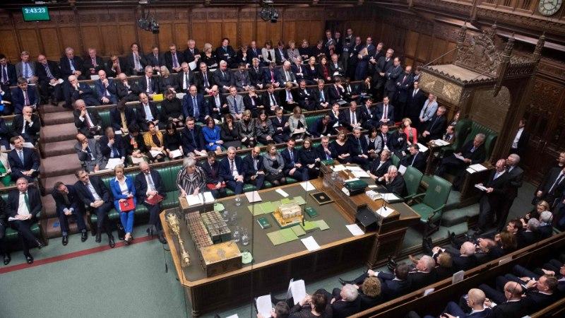 TÜLI MAJAS: Brexit jooksis musta kassina Briti parlamendi ja valitsuse vahelt läbi