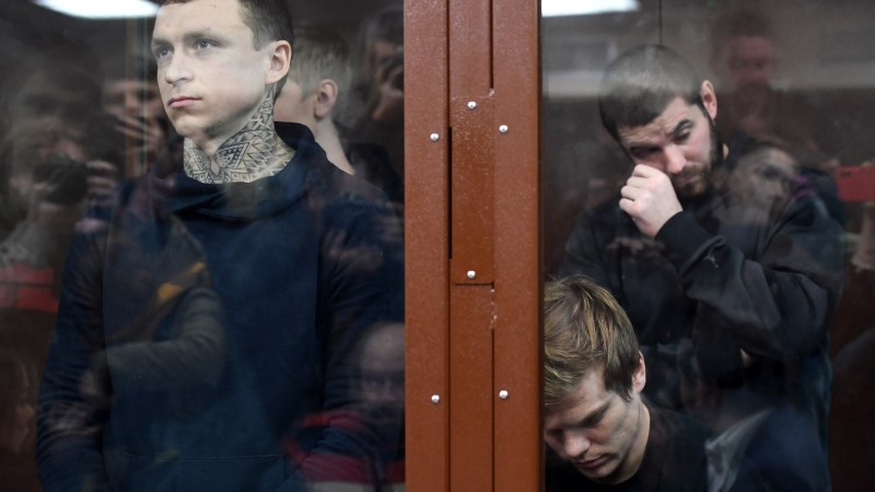 Inimesi peksnud Venemaa jalgpallurid jäävad veel kaheks kuuks vahi alla