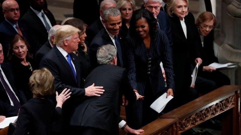 ARMAS HETK KURVAS PÄEVAS: George Bush andis isa matustel Michelle Obamale väikse üllatuse