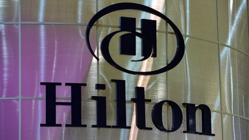 ÜLISUUR NÕUE: hotellikülastaja nõuab Hiltonilt 100 miljonit dollarit valuraha