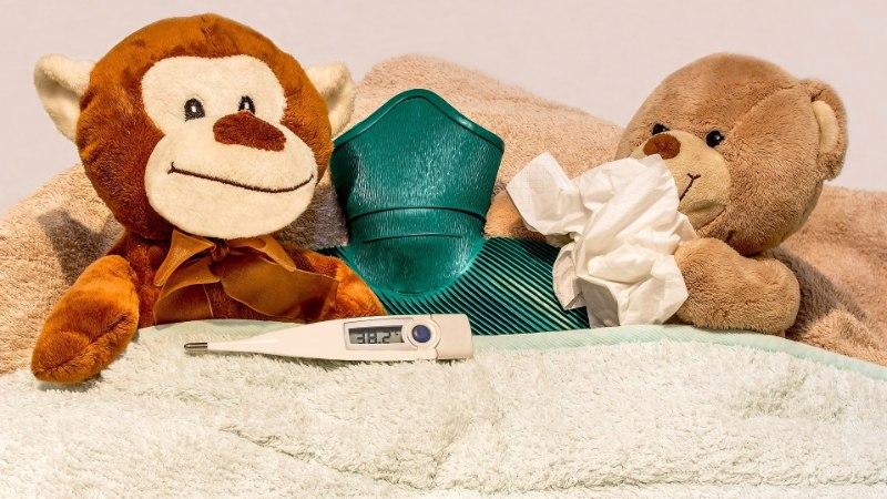 Что делать, если у ребенка температура? Когда и чем сбивать?